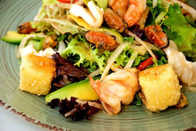 Салат с морепродуктами.jpg