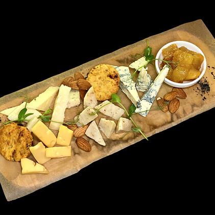Сет из разных видов сыров