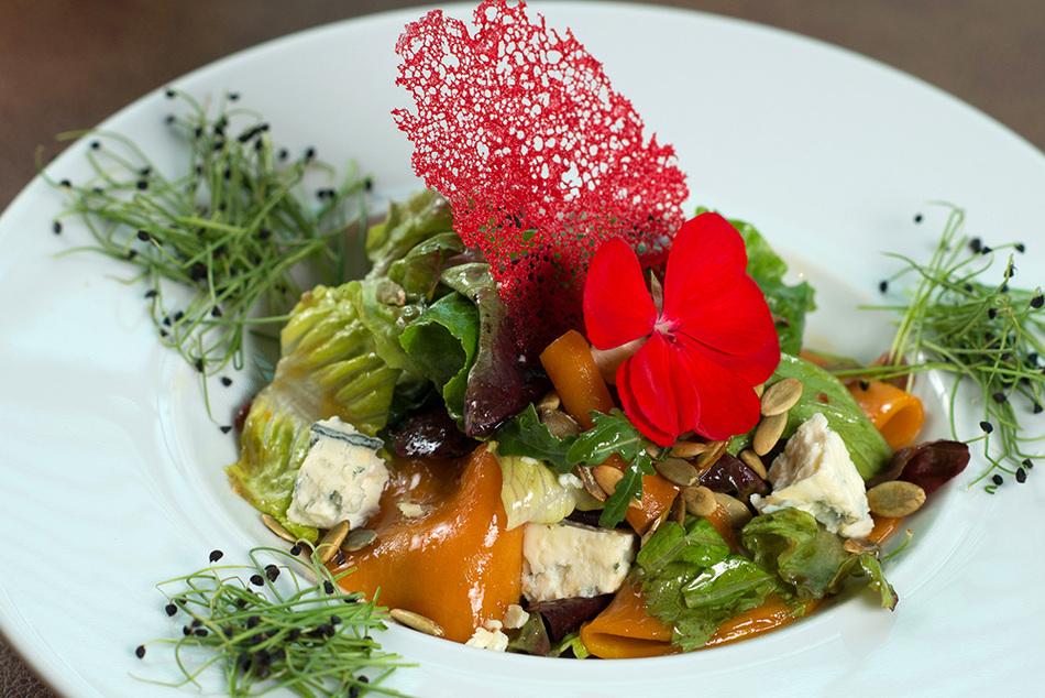 Салат с сыром Dorblu.jpg