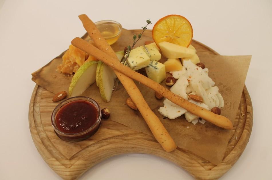 21) тарелка сыров.jpg