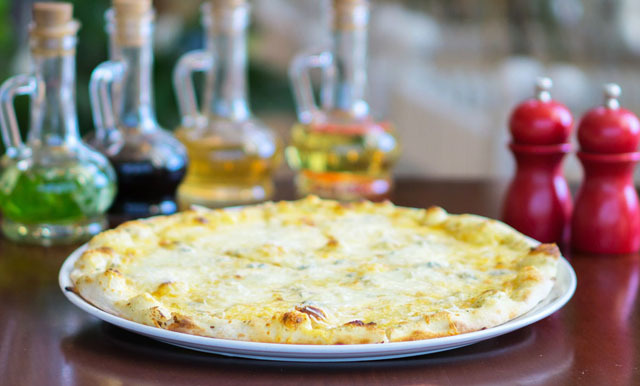 Пицца Кватро Формаджи.jpg